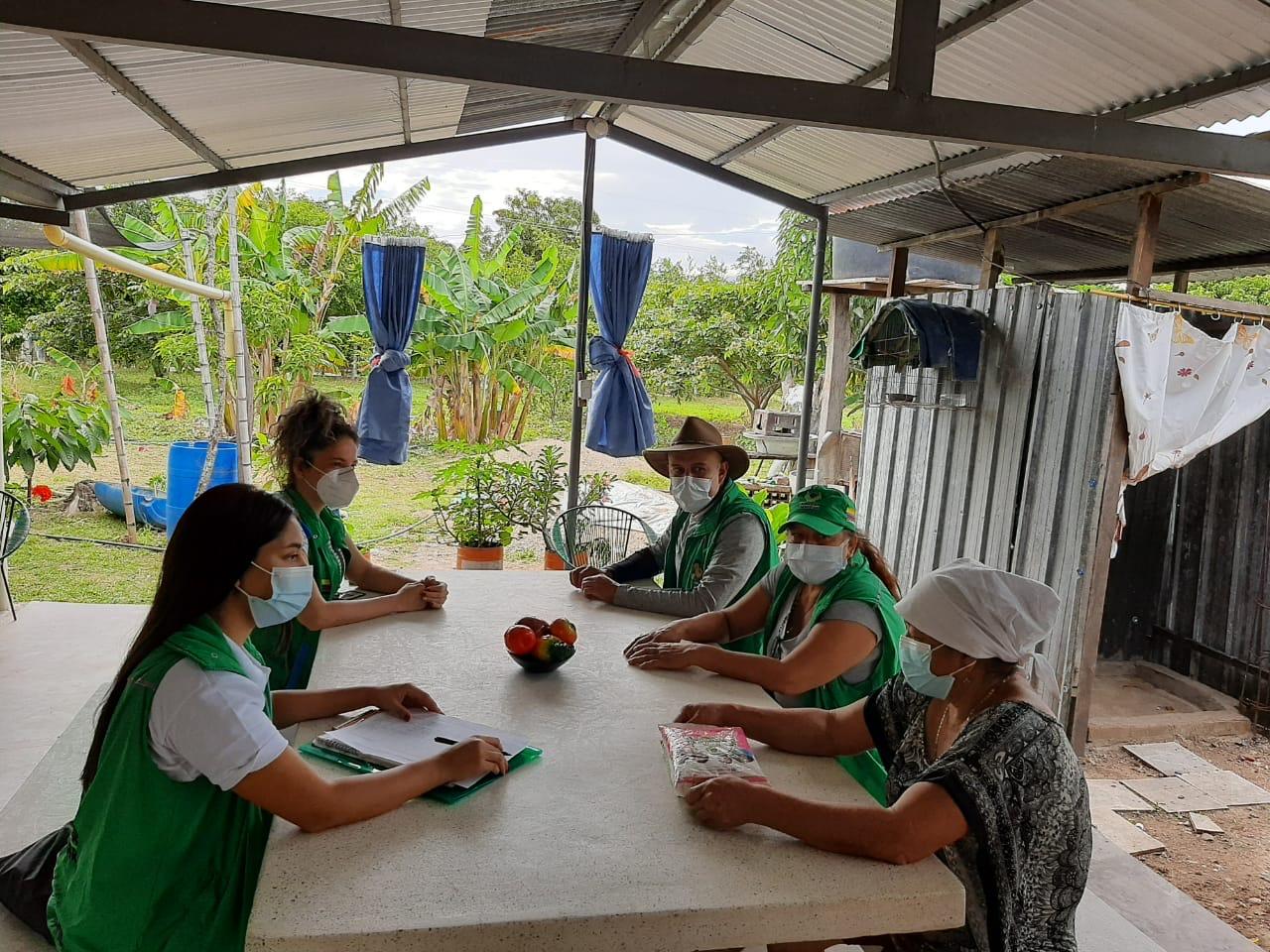 Unidades Móviles del ICBF brindan apoyo a familias víctimas de desplazamiento forzado en el Huila