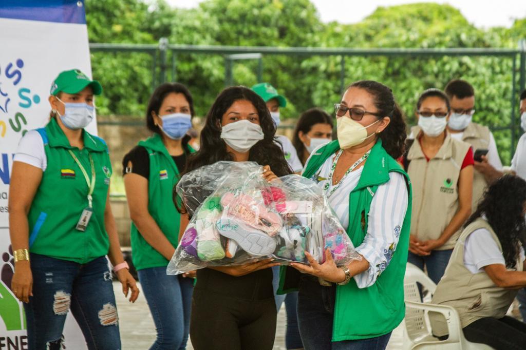 ICBF entrega donaciones a familias migrantes en Arauquita