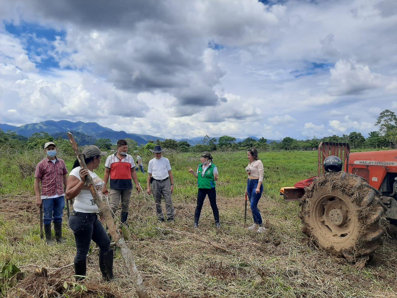 ICBF lidera proyecto productivo de huerta comunitaria con familias víctimas del conflicto en Caquetá