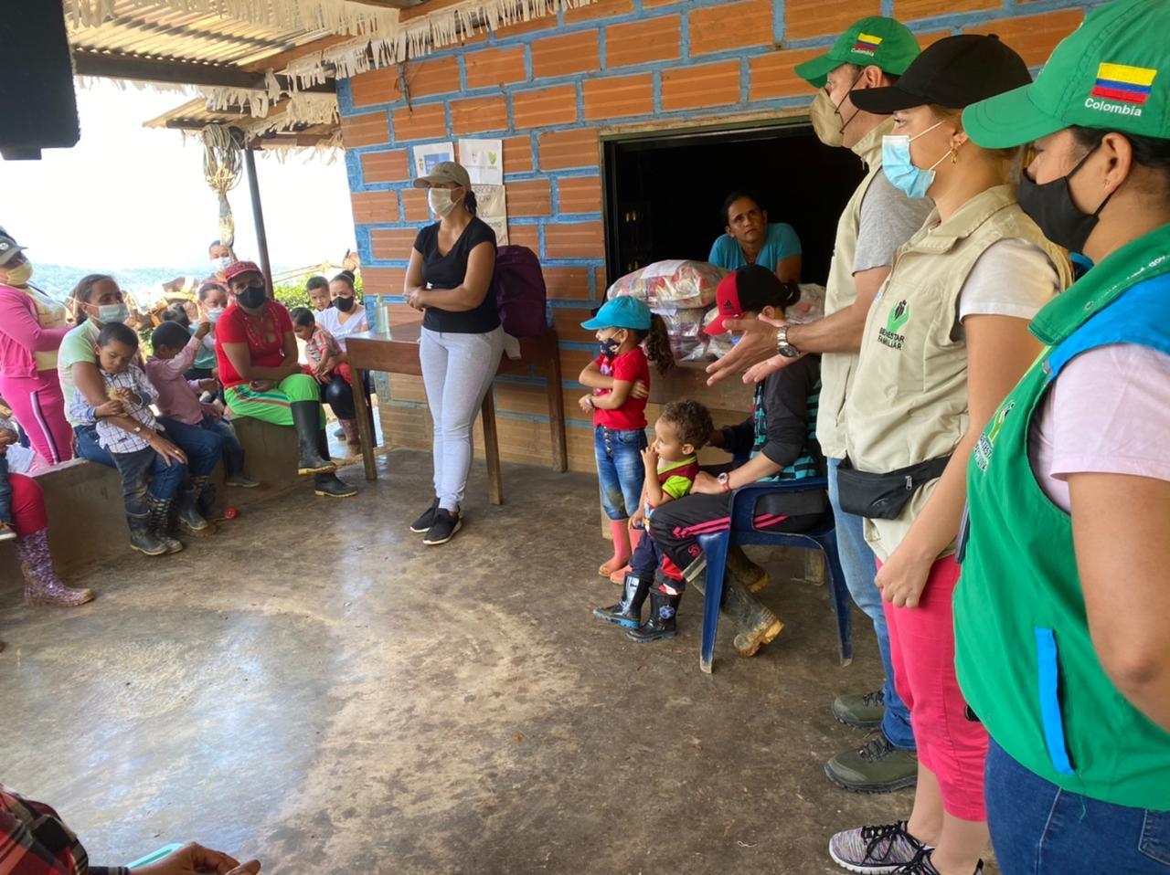 ICBF refuerza prácticas de crianza con familias de Antioquia