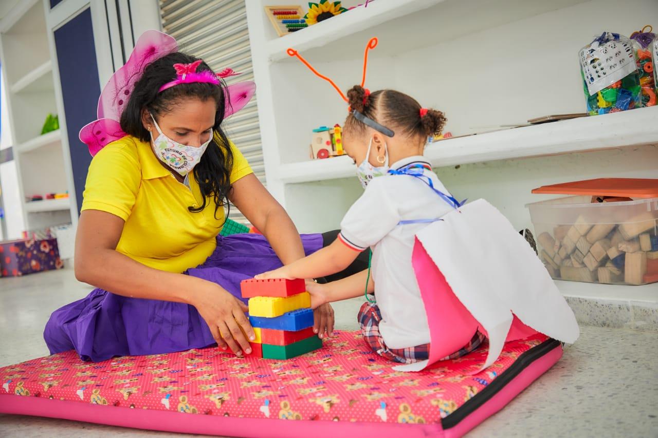 80 madres comunitarias culminan diplomado que fortalece atención a la primera infancia