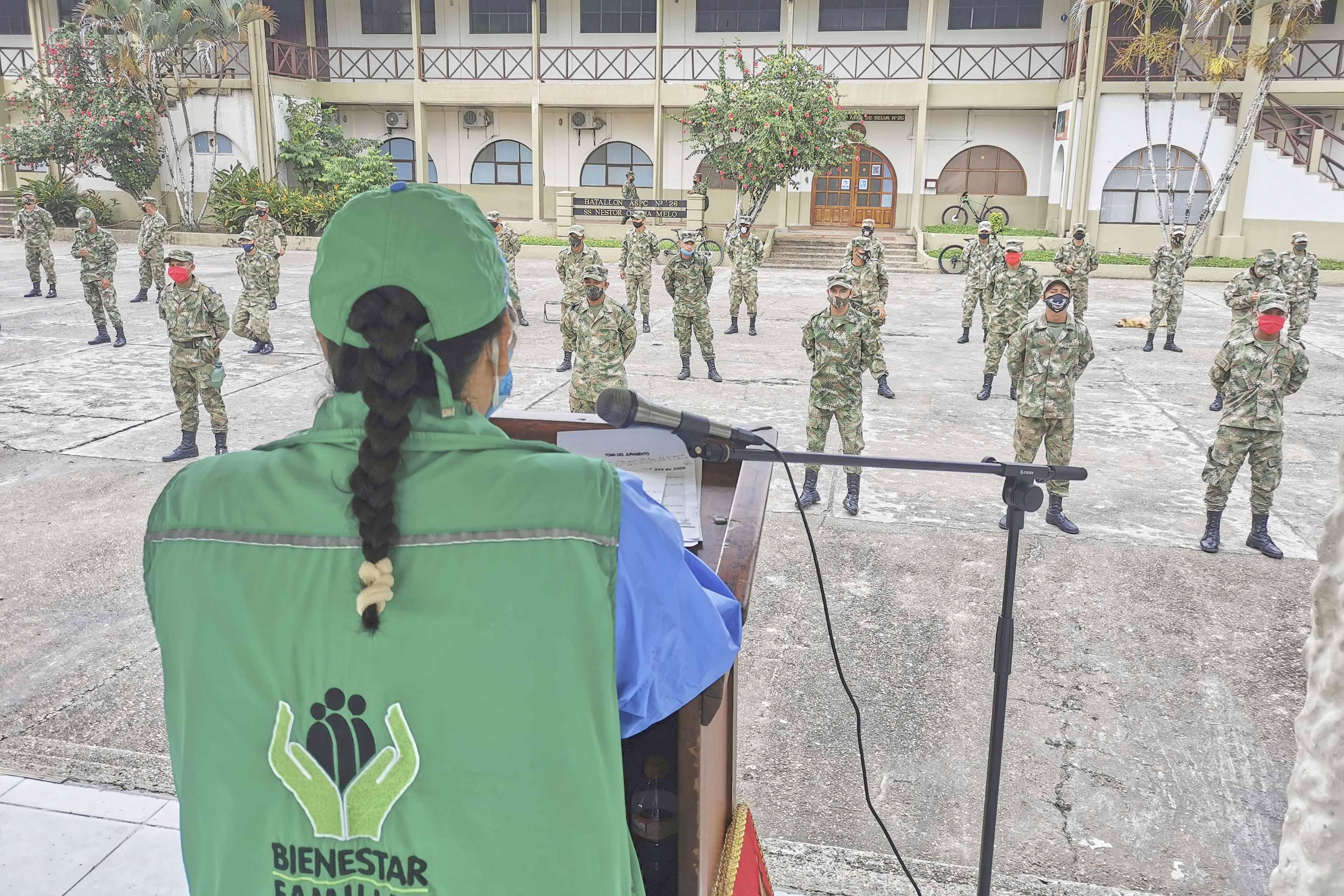 ICBF capacita en Leticia al Ejército Nacional en protección de derechos de la niñez y la adolescencia
