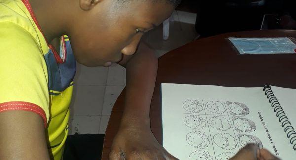 ICBF garantiza atención de niños y adolescentes con discapacidad mediante planes en casa