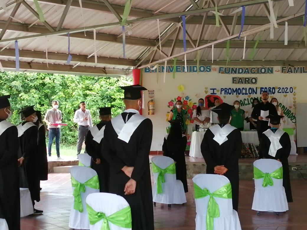 Adolescentes y jóvenes bajo protección del ICBF se graduaron como bachilleres en Huila